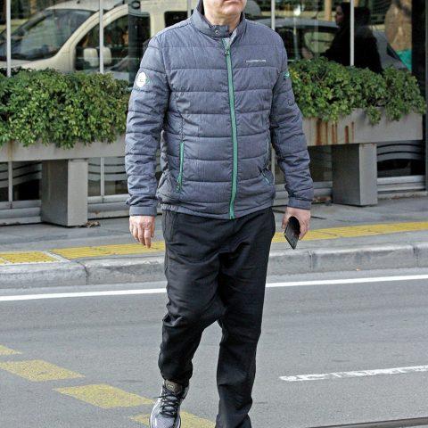 İzmir Ticaret Odası Yönetim Kurulu Başkanı Mahmut Özgener, spor yapmaya giderken görüntülendi. Özgener , günlük yürüyüşünü Kültürpark'ta tamamladı.