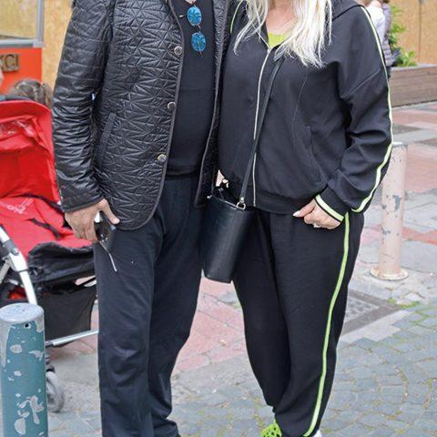 Adil Demirgil, eşi Leyla Hanım ile hafta sonu Alsancak'ta spor yaptıktan sonra görüntülendi.