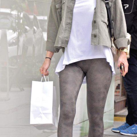 Başarılı oyuncu Ece Uslu, yakında doğum günü olan bir arkadaşı için hediye seçmek için mağazaları geziyordu.