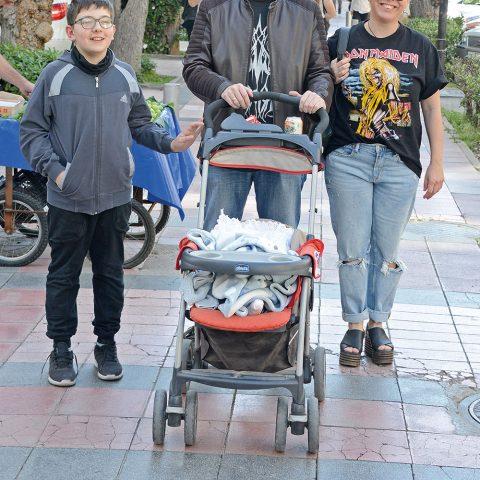 Dönerci Orhan markasının sahibi  Kaan Rahmanoğlu eşi Nalan hanım   ile haftasonu Alsancaktaydı.