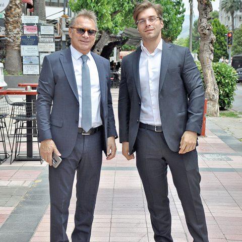 İzto yönetim kurulu üyesi Oğuz Özkardeş oğlu Nail Özkardeş  toplantı sonrası objektifimize yansıdı.
