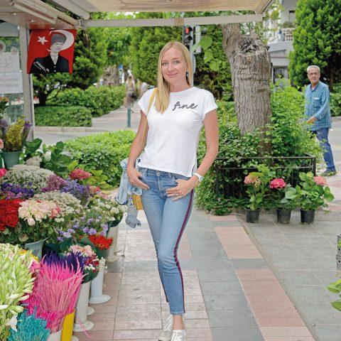 Marina Nasedkina, katılacağı bir mağaza açılışına giderken dergimiz için poz verd