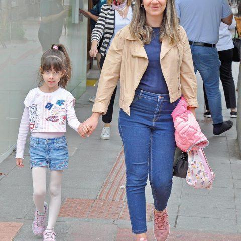 Merve Benler, kızı Lidya'yı Özel Alkış Müzik ve Bale Okulu'na götürüyordu.