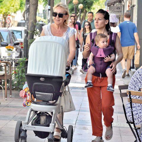 Mövenpick hotel İzmir halkla ilişkiler kalite müdürü Merih Yumlu oğlu Uzay ve annesi Tülay Dinçer ile haftasonu Alsancaktaydı.