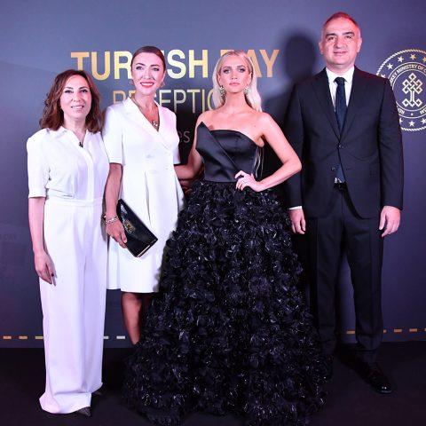 Zeynep Kartal, Pervin Ersoy, Ashlee Simpson,Mehmet Nuri Ersoy