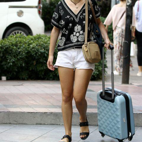 İzmir'in tanınmış mücevhercilerinden Kevin Borg'un kızı Melanie Cristiana Borg, Belçika seyahatine çıkmak üzere havaalanına giderken objektiflere yansıdı.