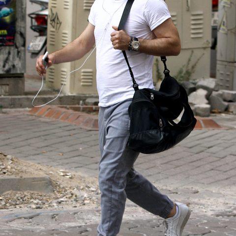 İzmir'in başarılı işletmecilerinden Ersin Özdemir'e spordan çıkarken rastladık.