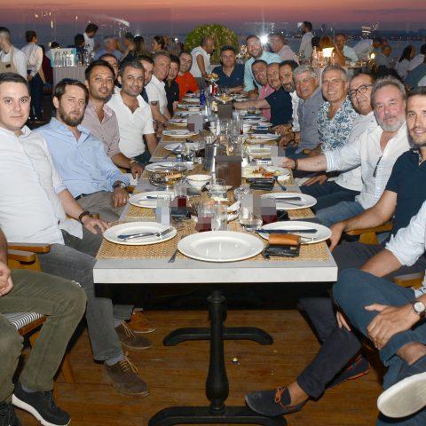 Ege Beşiktaşlı İş Adamları Derneği, geleneksel yaz yemeğinde bir araya geldi. İZTO bünyesinde yer alan Teras 1885 Restaurant'ta Yönetim Kurulu Başkanı Mahir Kaplan ve yönetim kurulu üyeleri keyifli saatler geçirdi.