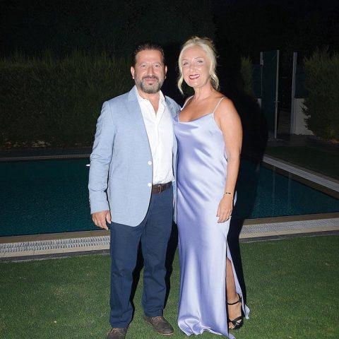 Şıklıkları ile dikkat çeken Hakan-Işıl Manavoğlu çifti, kokteyle gitmeden önce objektifimize yansıdılar.