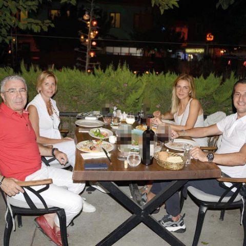 Norm Holding Yönetim Kurulu Başkanı Fatih Uysal, eşi Kadriye Uysal, Kar İnşaat Genel Müdürü Başar Karcıoğlu, eşi Aslı Karcıoğlu ile Club Baba Köyiçi'nde akşam yemeğinde bir araya geldiler.