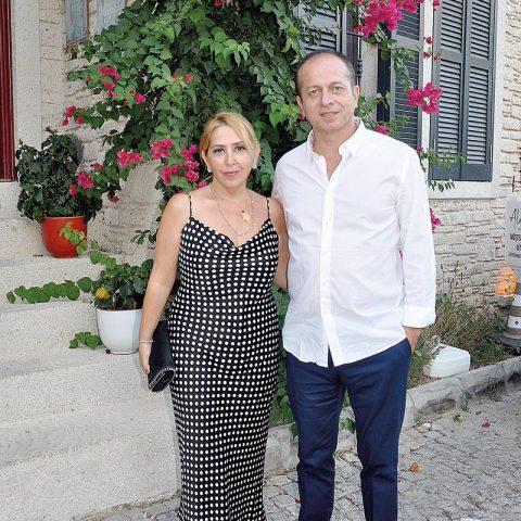Alachi Butik Otel'in sahipleri Prof. Dr. Fatih Şendağ, eşi Handan Şendağ ile bir davete katılacaklarını söyledi.
