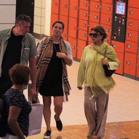 Eski Başbakan Tansu Çiller, geçtiğimiz gün torunuyla Trump Alışveriş Merkezi'ndeki çocuk eğlence şehri KidzMondo'ya geldi. Torunuyla Air Hockey oynayan Çiller'in keyfi hayli yerindeydi