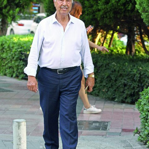 Kuloğlu Şirketler Grubu Kurucusu ve Yönetim Kurulu Başkanı İsmail Kuloğlu, kızı Ebru Hanım ve damadı Atınç Abay ile buluşacağını söyledi.
